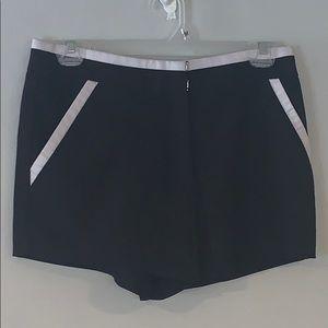 ISSI Black & White Shorts Sz S